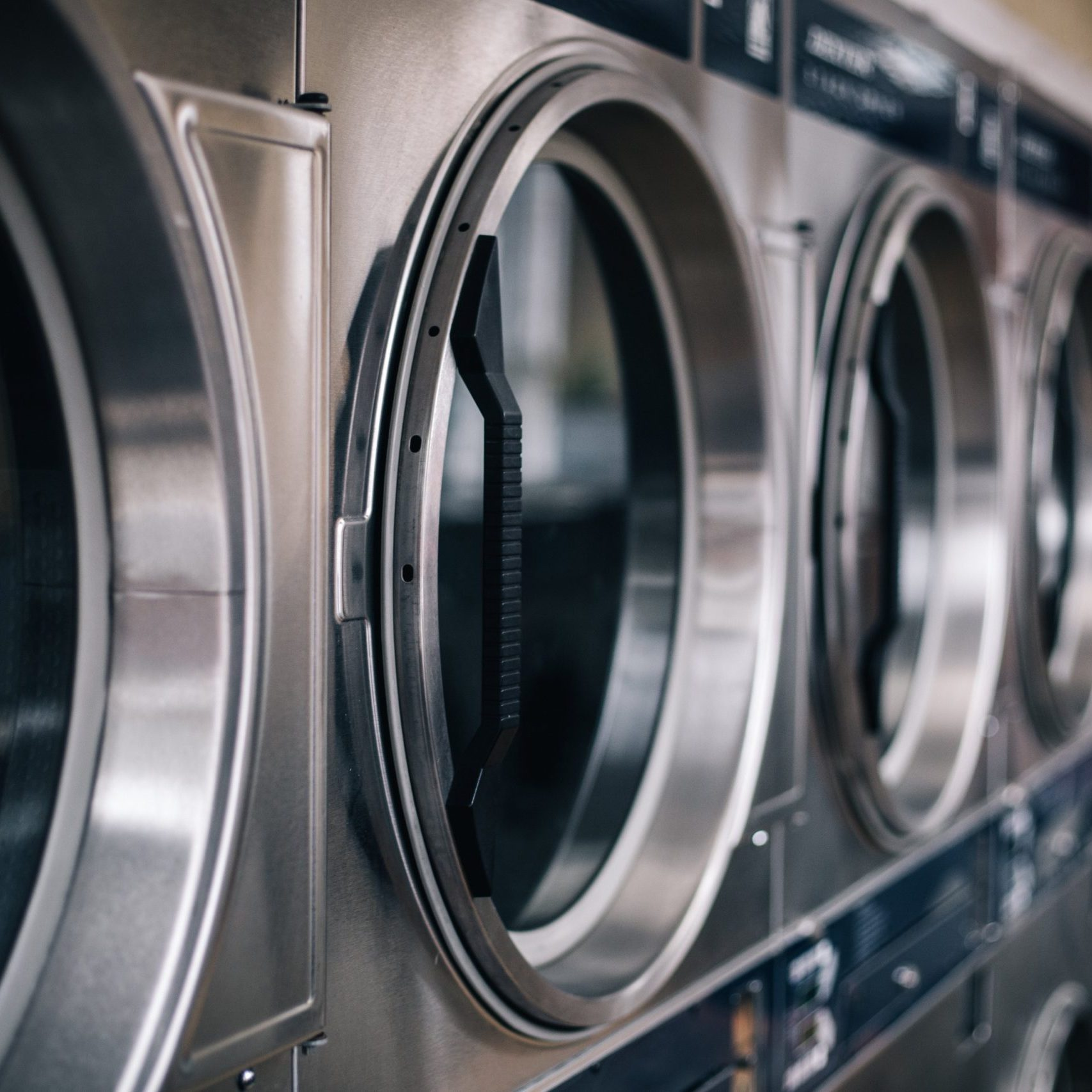 washing-machines-in-a-public-laundromat